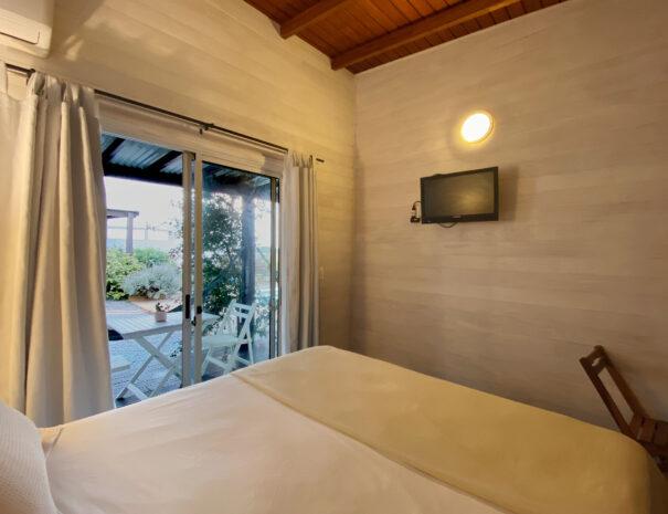 cama y terraza cuarto 5